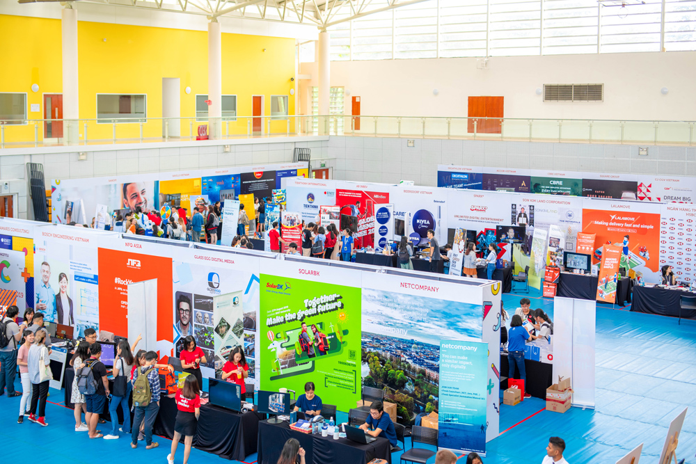 RMIT Career Fair 2019 attracted more than 40 leading industry partners and corporates from different sectors including CBRE, Panasonic, Pepsico, Intel, Bosch, Lazada, Shopee, Lalamove, InterContinental, Accor, H&M, and HSBC.