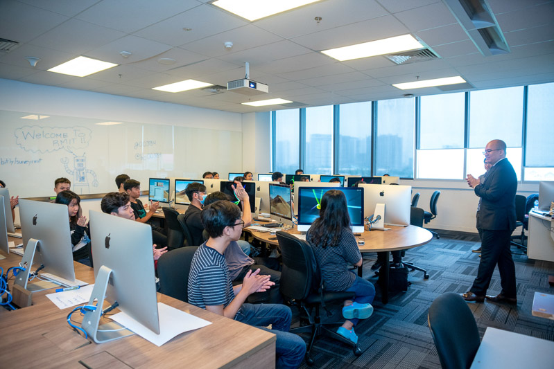 news-1-rmit-and-amazon-join-forces-to-offer-new-cloud-computing-courses