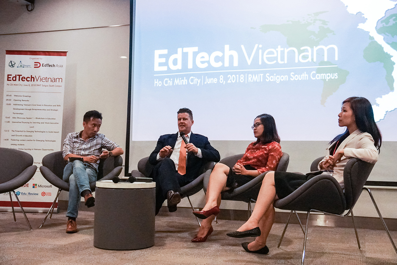 Professor Rick Bennett, Head of RMIT Vietnam's School of Communication & Design, said that pedagogy must always come before technology.
